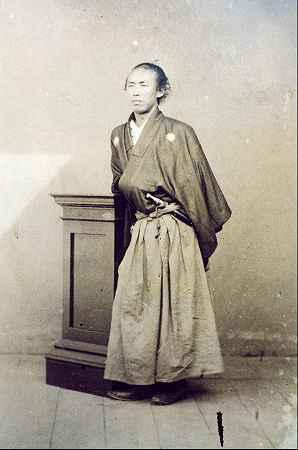 un samourai sur les hauteurs de nagasaki