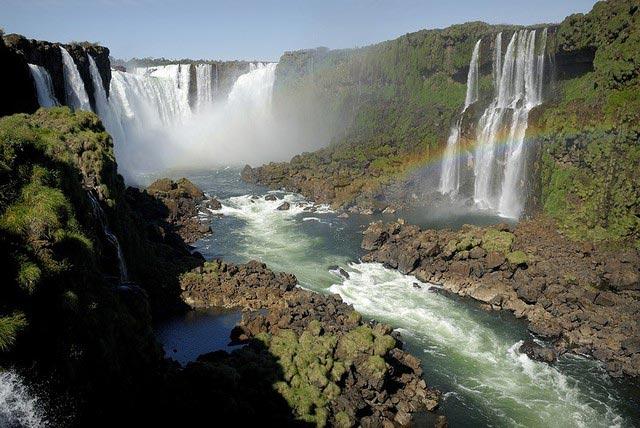 Les chutes Iguaçu et sa rivière