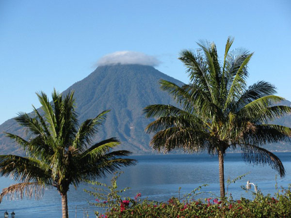 Photo du Lac Atitlan et Volcan
