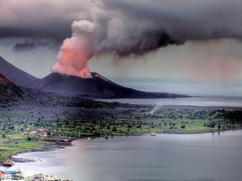 Volcan Tavurvur en éruption