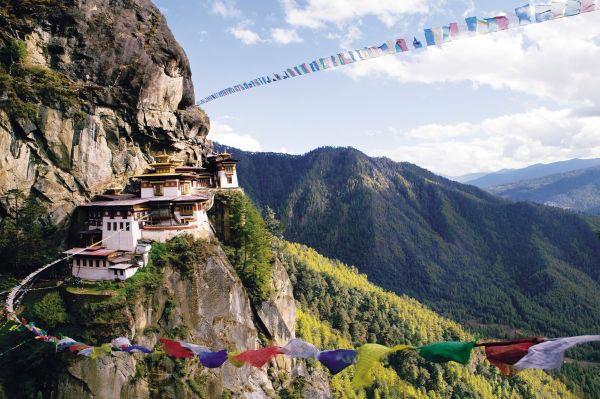 Un dzong dans la vallée - Voyage au Bhoutan