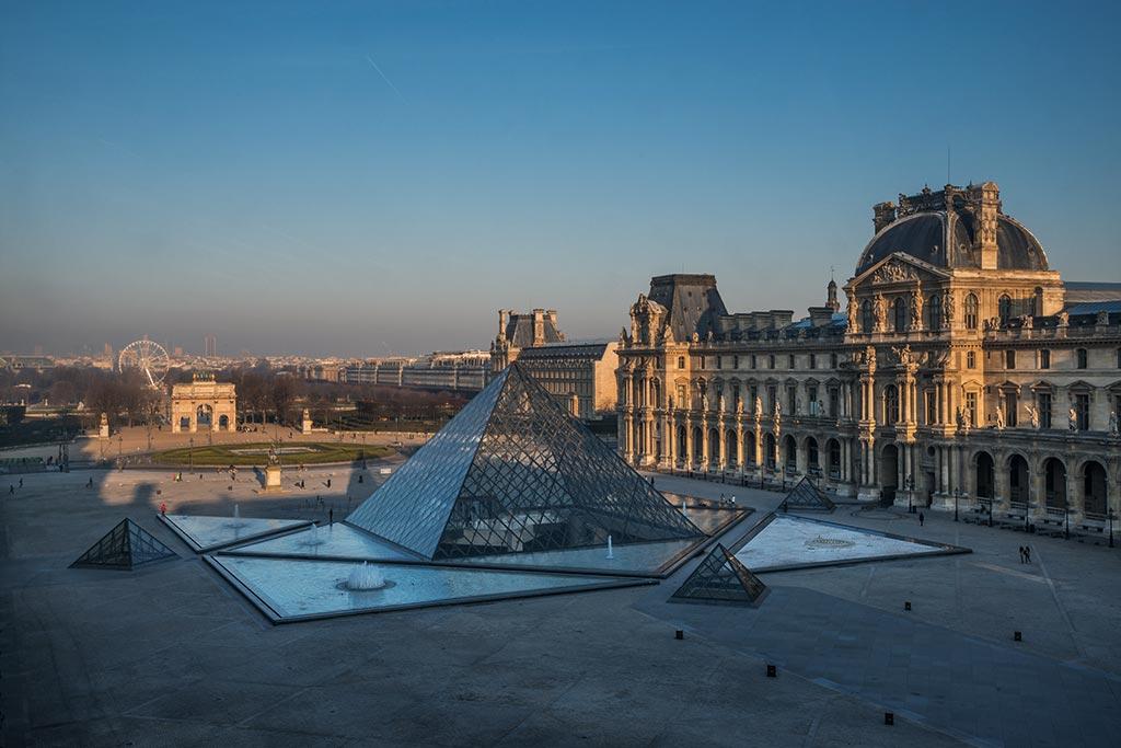 Cour Napoléon pyramide du musée du Louvre