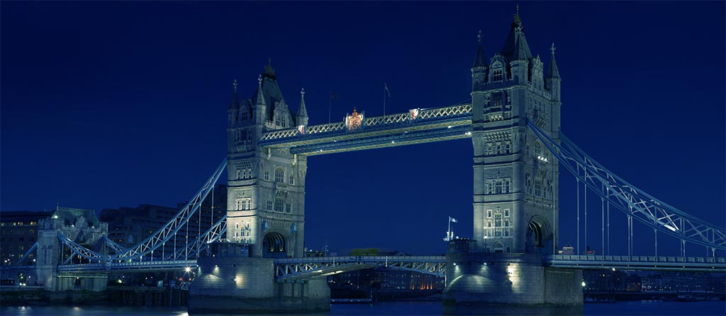 Tower Bridge à Londres - Photo de nuit