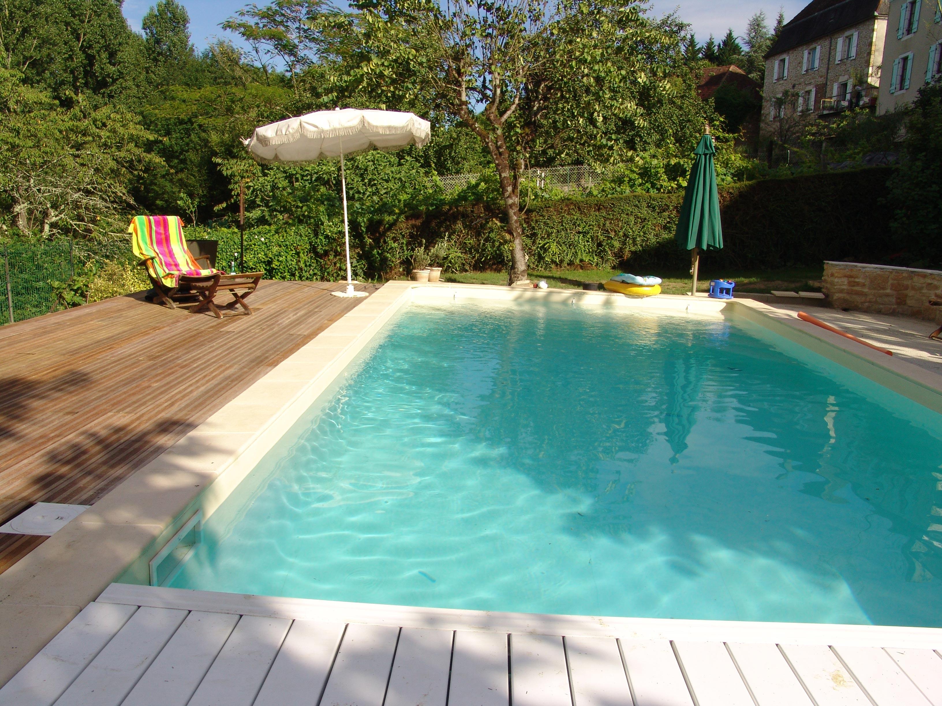 piscine de jardin vacances arts guides voyages. Black Bedroom Furniture Sets. Home Design Ideas