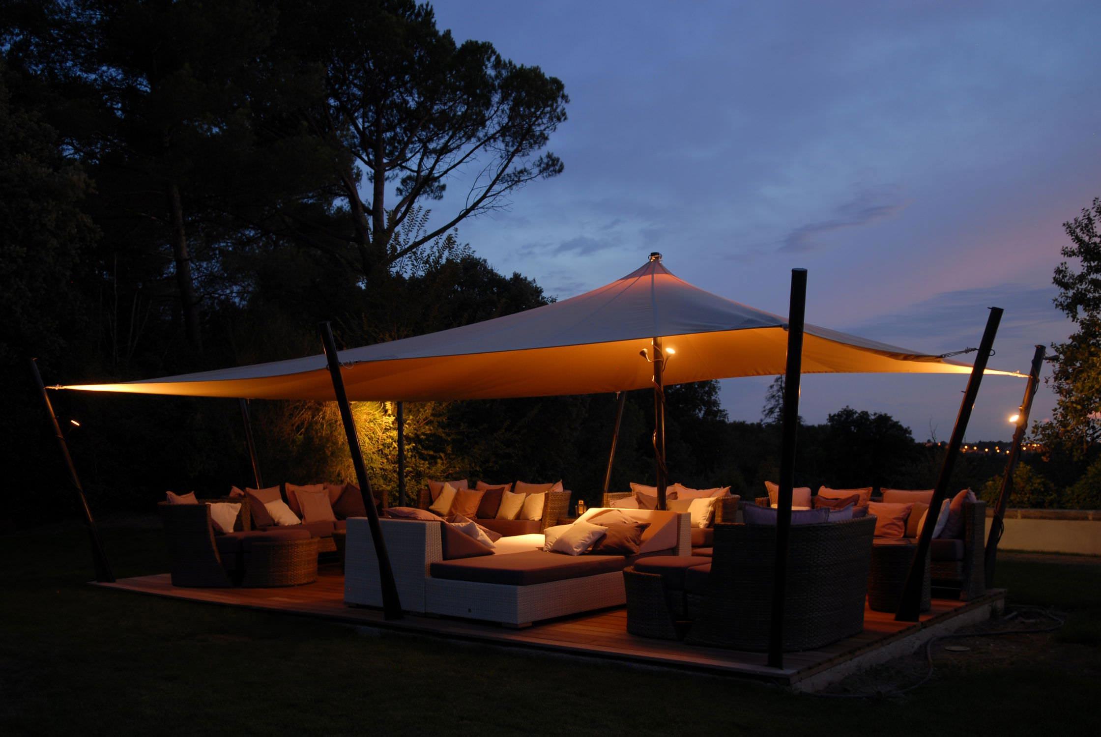 tente de jardin vacances arts guides voyages. Black Bedroom Furniture Sets. Home Design Ideas