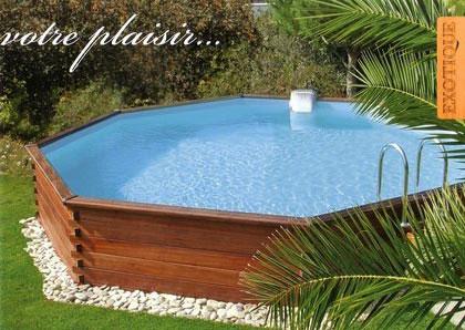 installation piscine jardin en bois