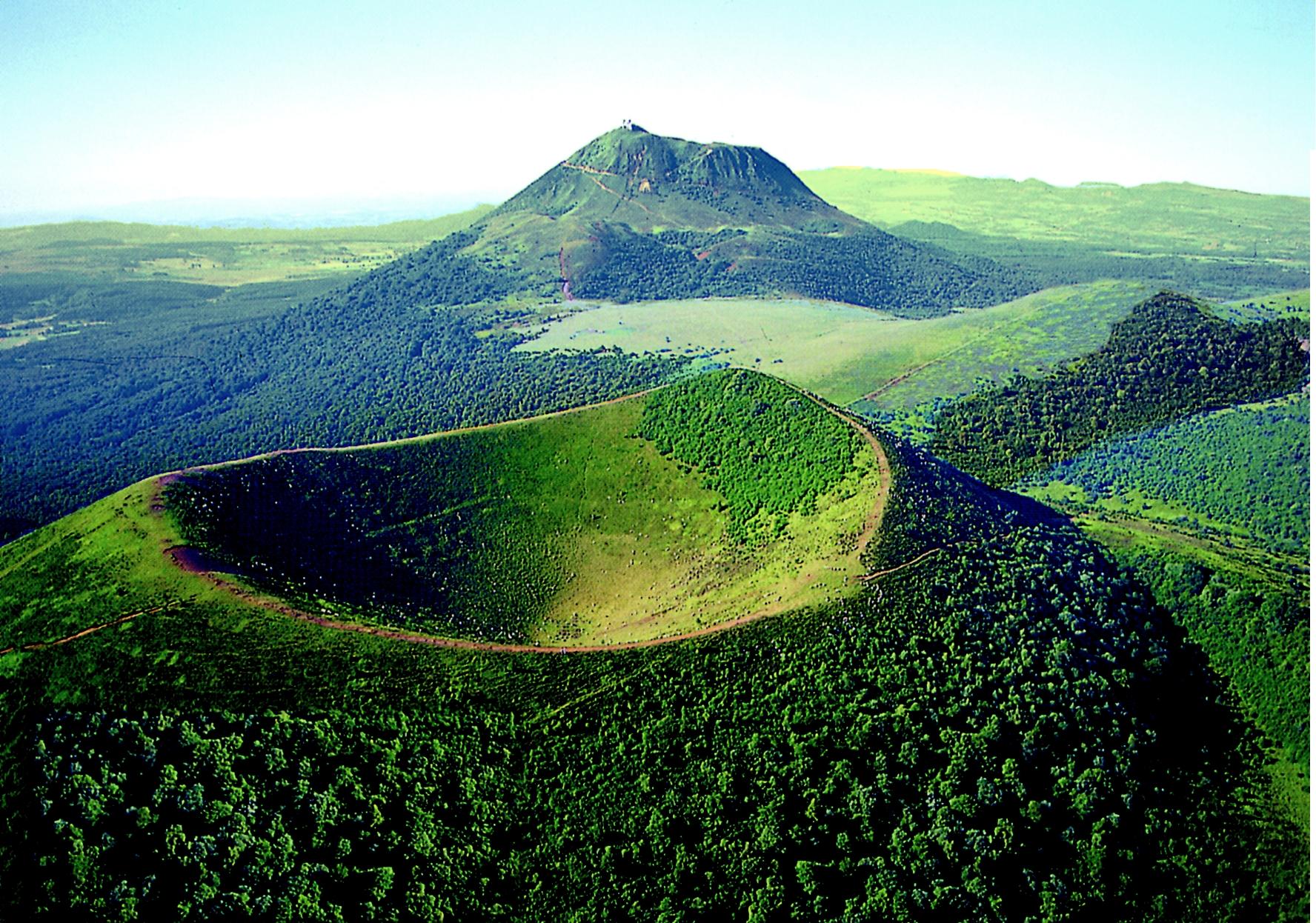 Paysage Auvergne - Cratère d'un volcan