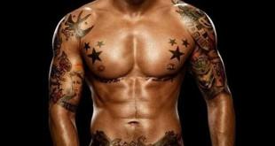 Tatouage épaule homme - bras et ventre