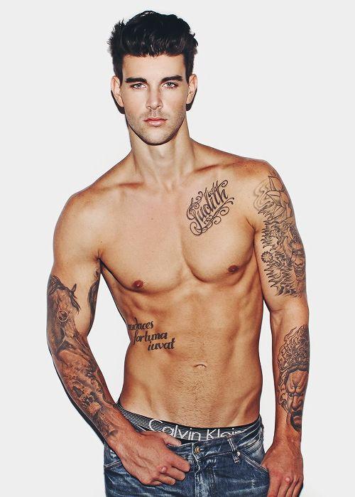 Tatouage homme pectoraux