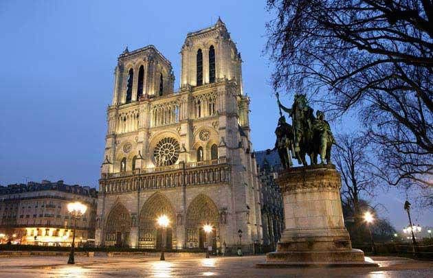 Cathedrale-Notre-Dame-parvis-nuit - Photo de nuit
