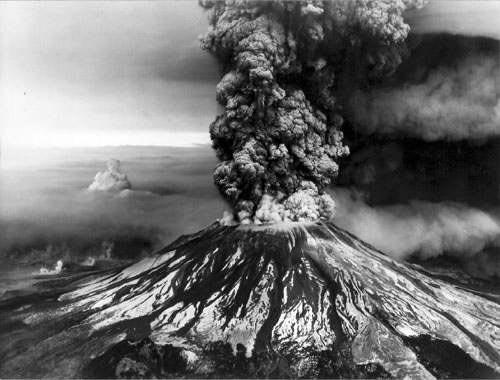 Montagne Pelée en éruption