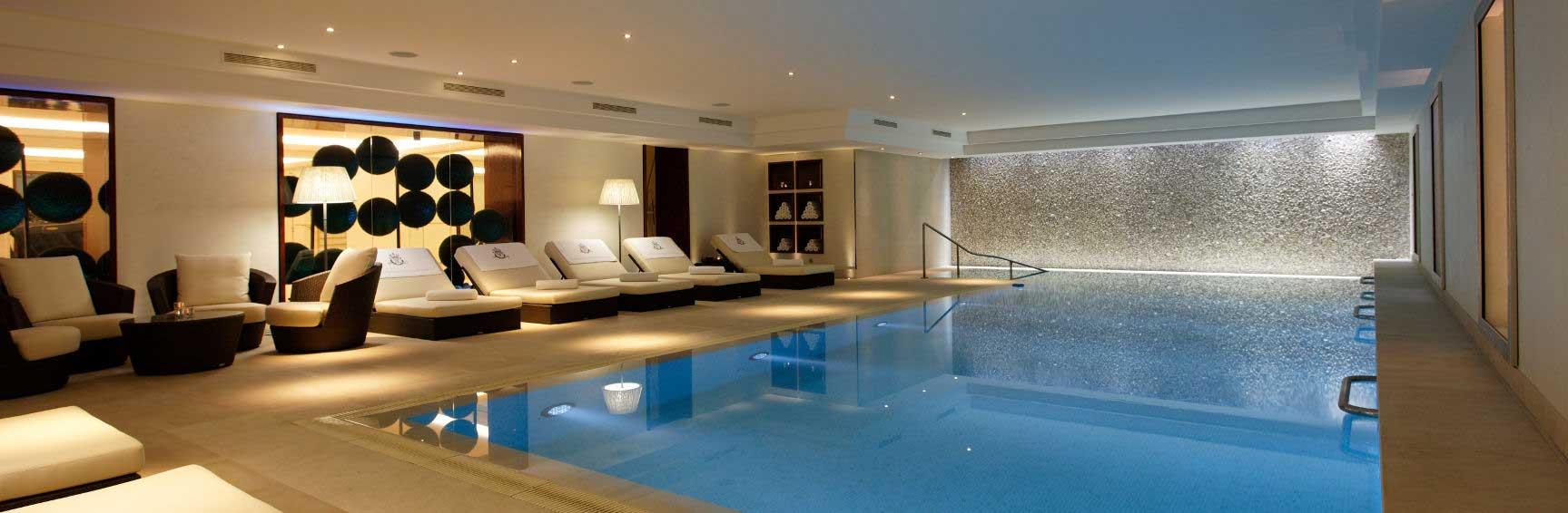 Paris hotels de luxe vacances arts guides voyages for Hotel paris avec piscine