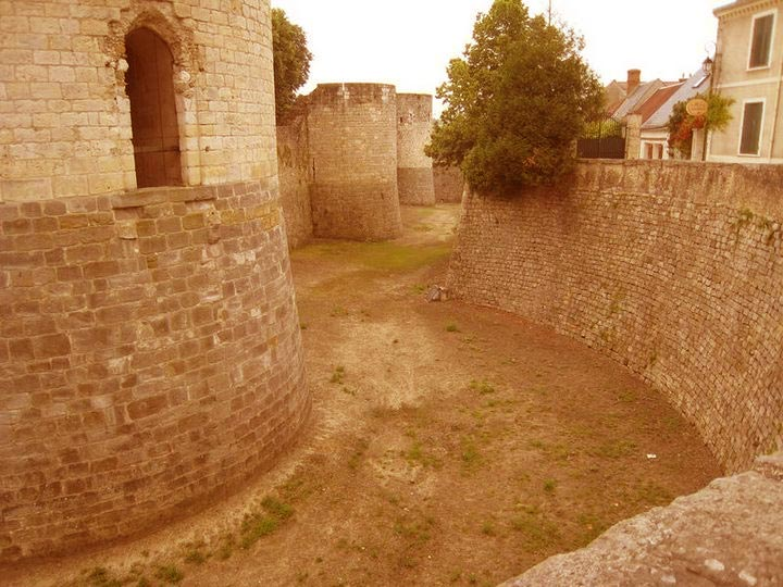 Les remparts du château de Dourdan