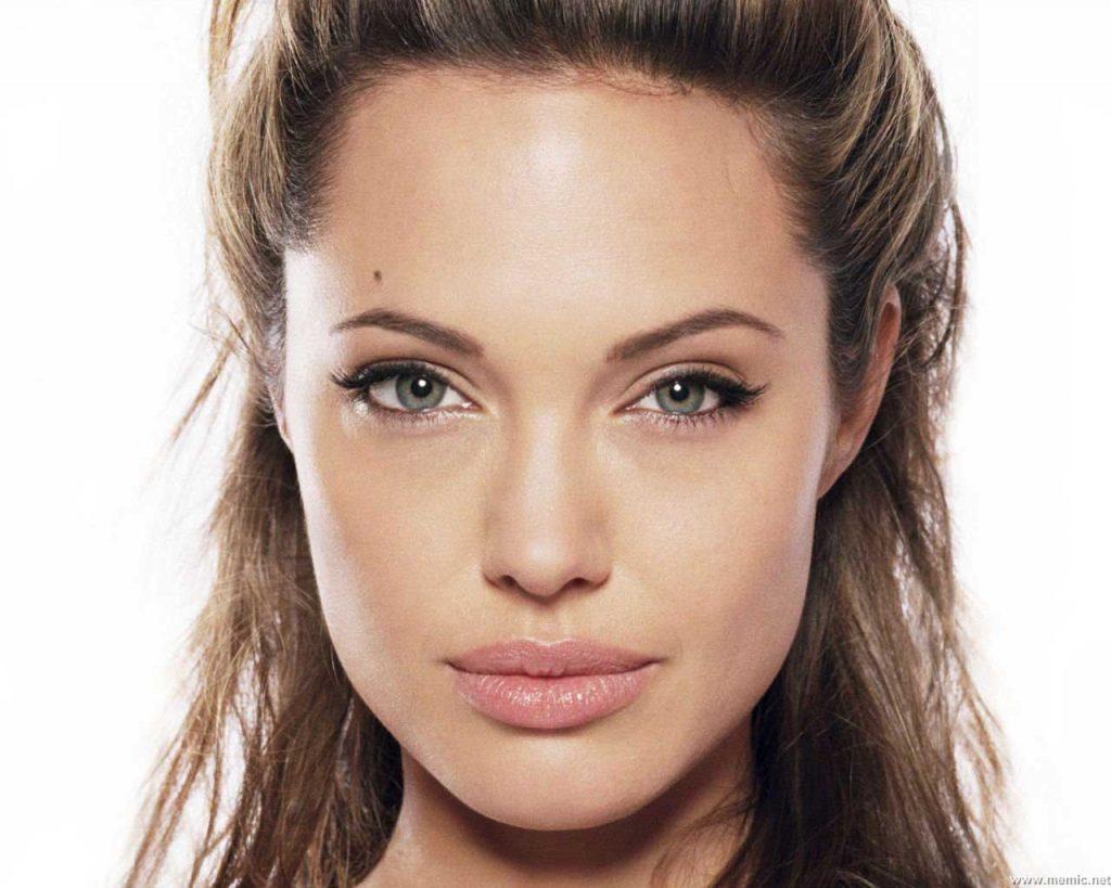 Angelina-Jolie jeune