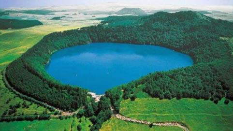Lac et Volcan d'Auvergne