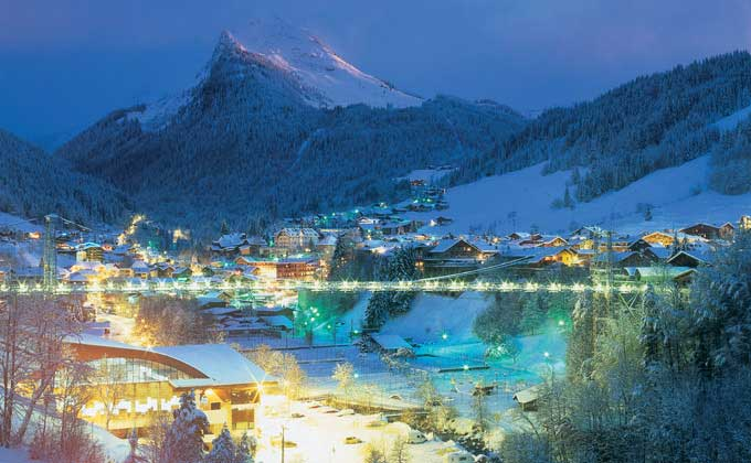 Photo de Morzine la nuit