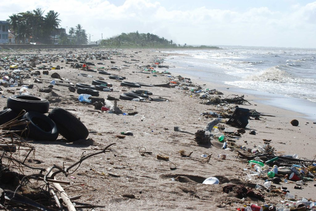Pollution de l'eau - Plage de Guyane