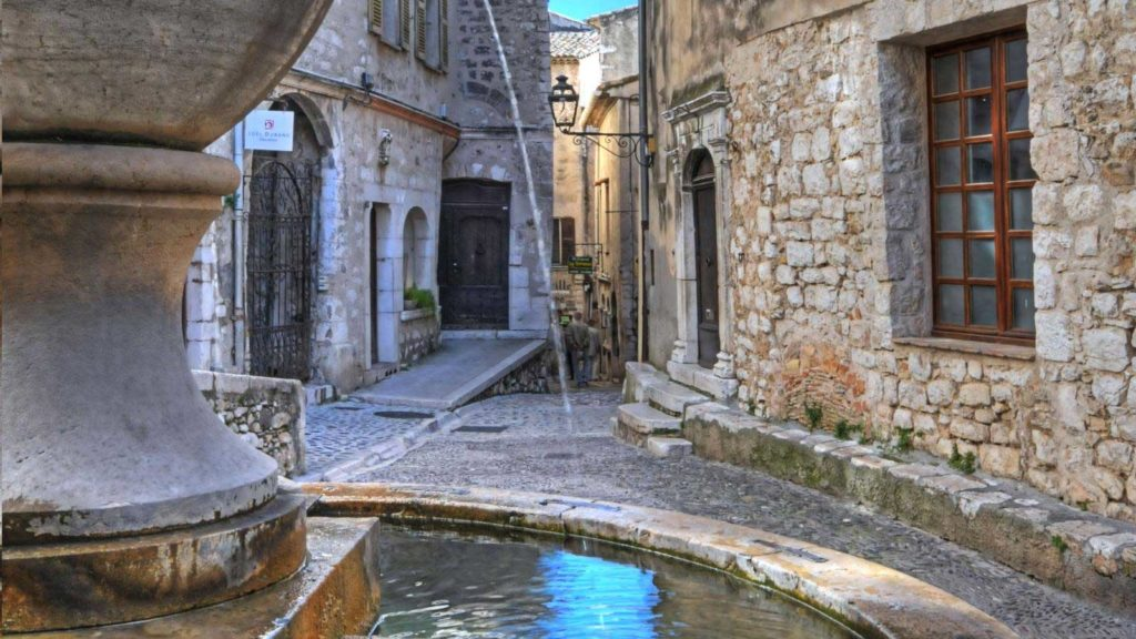 place-de-la-grande-fontaine-saint-paul-de-vence