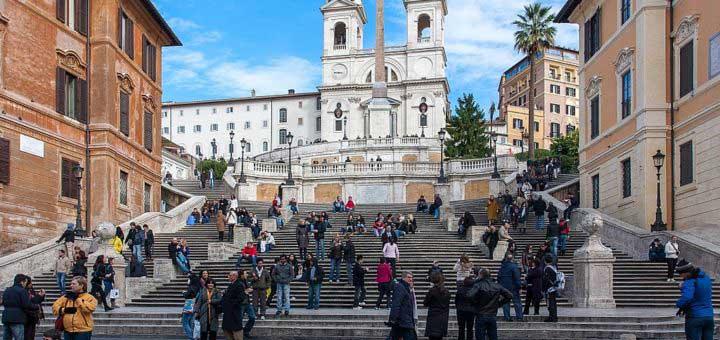 Piazza di Spagna et l'église de la Trinité à Rome